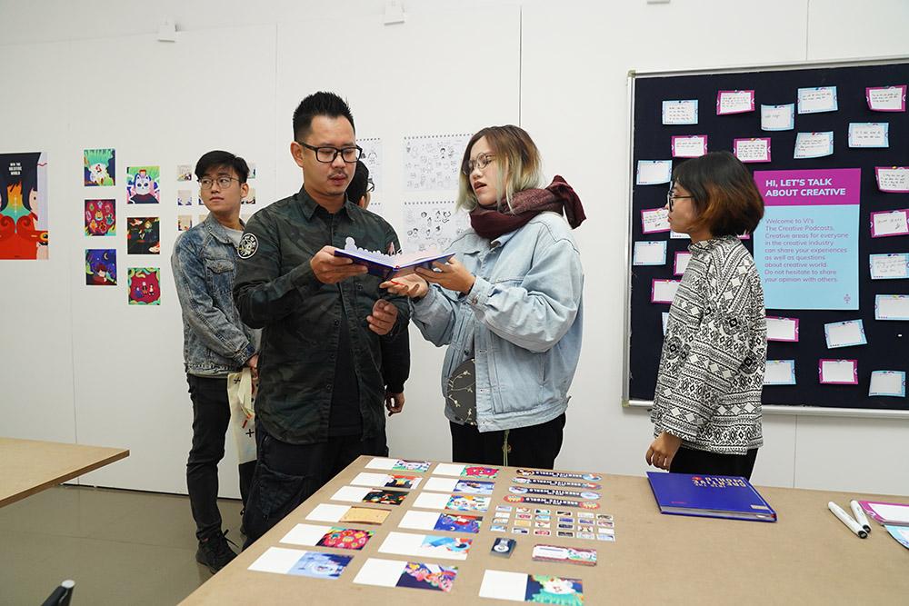 Creative Direcitor Nguyen Hoang Sa quan tâm tìm hiểu về từng dự án.JPG